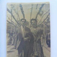 Fotografía antigua: MINUTERO DE FOTOGRAFO DE FERIA : SEÑOR Y SEÑORITA VESTIDA DE FLAMENCA. Lote 155866186