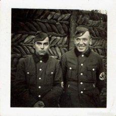 Fotografía antigua: RETRATO DE DOS SOLDADOS NAZIS TOMADA EN LA TRINCHERA EN EL FRENTE. CA.1940-1944.AUTORIA DESCONOCIDA.. Lote 156625114