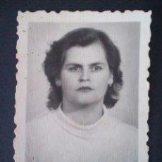 Fotografía antigua: CTC - AÑOS 50 - MUJER - ANTIGUA FOTOGRAFIA TIPO CARNET - VINTAGE.. Lote 159507470