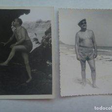 Fotografía antigua - LOTE DE 2 FOTOS DE SEÑOR EN BAÑADOR , PLAYAS DE PERLORA Y PAJON ( ASTURIAS ), 1960 Y 1964 - 160297066