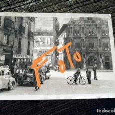 Fotografía antigua: ANTIGUA FOTOGRAFÍA DE PAMPLONA. CASA CONSISTORIAL. PLAZA. FOTO AÑOS 50/60. . Lote 160381126