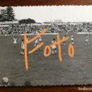 Fotografía antigua: ANTIGUA FOTOGRAFÍA. HÉRCULES DE ALICANTE.CAMPO DE LA VIÑA. ESTADIO.PARTIDO DE FÚTBOL.FOTO AÑOS 50/60. Lote 160562922