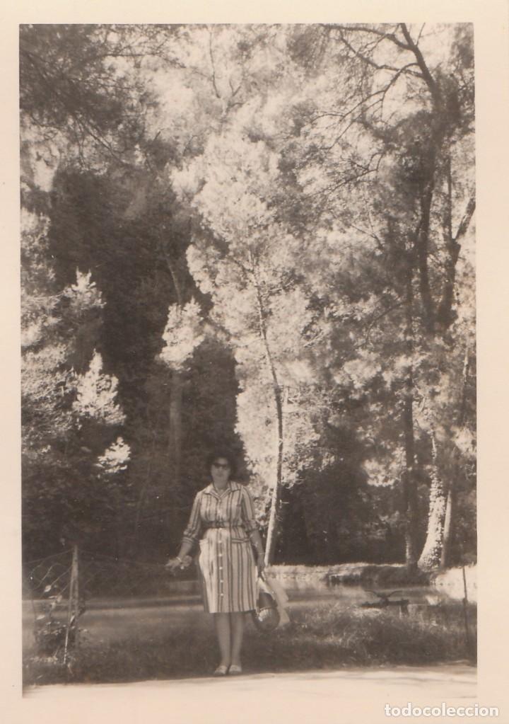 Fotografía antigua: 2 fotografías tomadas en el Monasterio de Piedra, Zaragoza. Años 60. - Foto 2 - 160980934
