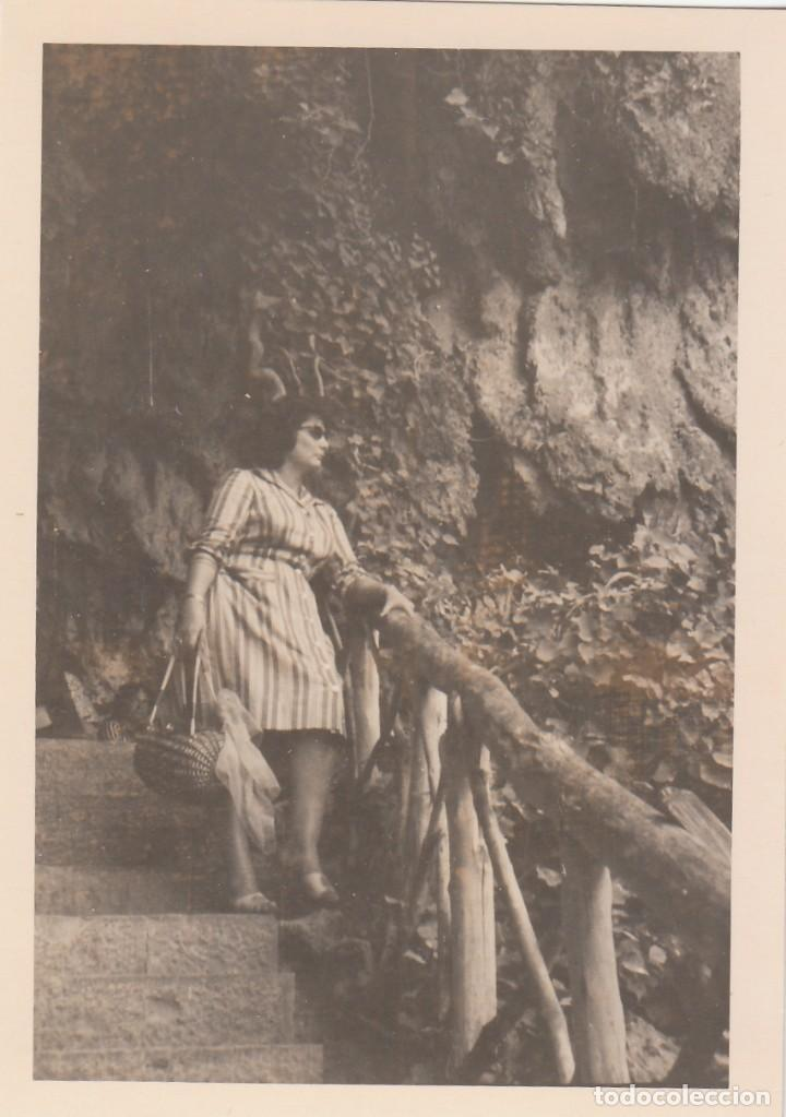 Fotografía antigua: 2 fotografías tomadas en el Monasterio de Piedra, Zaragoza. Años 60. - Foto 2 - 160981746
