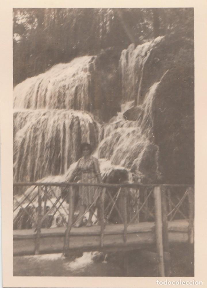 Fotografía antigua: 3 fotografías tomadas en el Monasterio de Piedra, Zaragoza. Años 60. - Foto 2 - 160982250