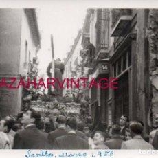 Fotografia antica: SEMANA SANTA SEVILLA, 1956, NTRO.PADRE JESUS DE LA SALUD, LOS GITANOS, 100X70MM. Lote 161693982