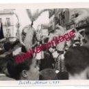 Fotografía antigua: SEMANA SANTA SEVILLA, 1956, ARMAOS DE LA MACARENA, 105X75MM. Lote 162879062