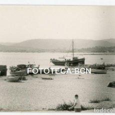 Fotografía antigua: FOTO ORIGINAL PALAMOS PLAYA MAR BARCAS DE PESCADORES COSTA BRAVA AÑOS 60. Lote 163363126