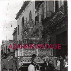 Fotografía antigua: SEMANA SANTA SEVILLA, AÑOS 50,SANTO ENTIERRO, POLICIA ARMADA, 178X126MM,LEER DESCRIPCION. Lote 164245942