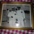 Fotografía antigua: FOTOGRAFÍA ENMARCADA EN MARCO ANTIGUO, AÑOS 60. Lote 164872446