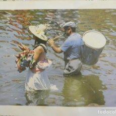 Fotografía antigua: FOTOGRAFÍA ROCIO: LUCES DEL QUEMA - RAMÓN LEÓN MILLÁN - SEVILLA 1987 - MEDIDAS 54X38 CM. . Lote 164977978