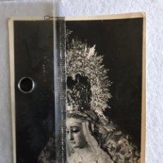 Fotografía antigua: SEMANA SANTA SEVILLA. VIRGEN DE LA SOLEDAD, SAN LORENZO. ÚNICA VEZ CON CORONA.. Lote 165059816