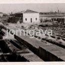 Fotografía antigua: DOS FOTOS, 13 X 9 CMS, CONSTRUCCION DEL PUERTO PESQUERO DE SANTANDER. BARRIO PESQUERO. 1943. Lote 165083878