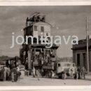 Fotografía antigua: FOTO 13 X 9 CMS. DEL TRASLADO DE LA GRUA DEL MUELLE DE ALBAREDA AL DE MALIAÑO, SANTANDER 1943. Lote 165091678