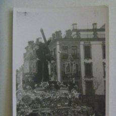 Fotografía antigua: SEMANA SANTA DE SEVILLA : FOTO DE PASO DE CRISTO CON CRUZ. Lote 165212150