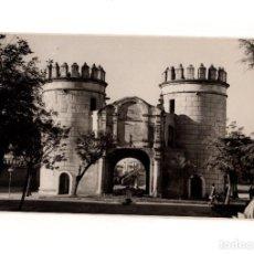 Fotografía antigua: BADAJOZ.- PUERTA DE PALMAS. FOTO PESINI. 11,5 X 17,5 CM. Lote 166329266