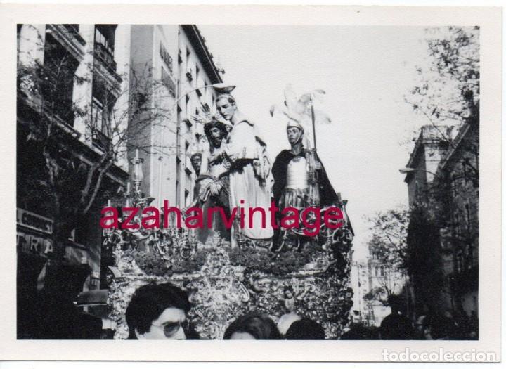 SEMANA SANTA SEVILLA, 1977, PASO MISTERIO HERMANDAD DE SAN BENITO,105X75MM (Fotografía Antigua - Fotomecánica)
