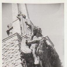 Fotografía antigua: PRECIOSA FOTO. ESCULTURA DEL VALLE DE LOS CAÍDOS. AÑOS 60.. Lote 168470280