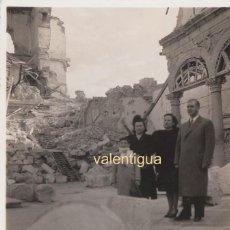 Fotografía antigua: IMPACTANTE FOTOGRAFÍA TOMADA ENTRE LAS RUINAS DEL ALCAZAR DE TOLEDO. AÑOS 40. ARCOS, CAPILLA.. Lote 168483200