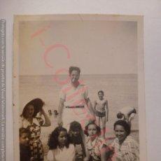 Fotografía antigua: FOTOGRAFÍA ANTIGUA ORIGINAL. FAMILIA EN LA PLAYA. CUBA? (9 X 6 CM). Lote 168680248