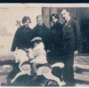 Fotografía antigua: FOTOGRAFIA NIÑO EN CABALLITO DE MADERA - RETRATO FAMILIAR - 6 X 8,5 CM. Lote 168786604