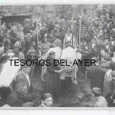 Fotografía antigua: FOTOGRAFIA DE F. PACHECA, FOTOGRAFO VIGO, ROMERIA, PROCESION, FIESTAS PATRONALES, GRAN TAMAÑO, MIDE . Lote 168892544