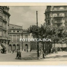 Fotografía antigua: FOTO ORIGINAL OVIEDO PLAZA TEATRO CAMPOAMOR AÑOS 50. Lote 169071820