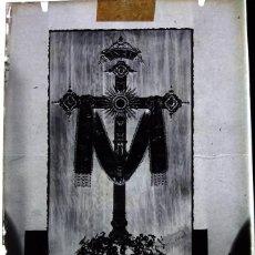 Fotografía antigua: LA PALMA DEL CONDADO HUELVA ANTIGUO CLICHÉ DE LA SANTA CRUZ CALLE SEVILLA NEGATIVO EN CRISTAL. Lote 169455180