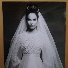 Fotografía antigua: PIERRE BALMAIN FOTOGRAFÍA DISEÑO VESTIDO NOVIA MODELO 1967. Lote 169463088