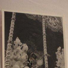 Fotografía antigua: ANTIGUA FOTOGRAFIA.VIRGEN DE LAS ANGUSTIAS.LOS GITANOS.SEMANA SANTA SEVILLA AÑOS 60. Lote 169823288