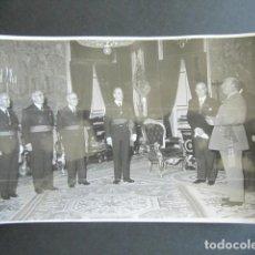Fotografía antigua: AÑO 1955. ANTIGUA FOTOGRAFÍA DE FRANCISCO FRANCO DURANTE RECEPCIÓN. . Lote 169985780