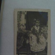 Fotografía antigua: MINUTERO DE FOTOGRAFO DE FERIA : NIÑA VESTIDA DE FLAMENCA EN CABALLITO, AÑOS 40. Lote 170433744