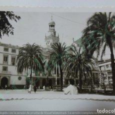 Fotografía antigua: FOTOGRAFÍA ANTIGUA. AYUNTAMIENTO DE CÁDIZ. 1956. (8,8 CM X 6 CM).. Lote 170928085