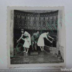 Fotografía antigua: FOTOGRAFÍA ANTIGUA. EN LA FUENTE AGRIA. TEROR. 1950. (6,3 CM X 6 CM).. Lote 170928215