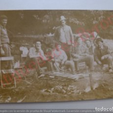 Fotografía antigua: FOTOGRAFÍA ANTIGUA ORIGINAL. CAZADORES. CONEJOS. BARBACOA. (10,5 X 7,5 CM). Lote 170929895