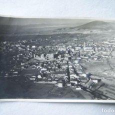 Fotografía antigua: PUEBLO CON CASTILLO SIN IDENTIFICAR ESPAÑA. Lote 170983635