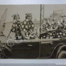 Fotografía antigua: FOTOGRAFÍA ANTIGUA. CARROZA DE CARNAVAL. COCHE ANTIGUO. DISFRACES. (21,7 CM X 15,4 CM).. Lote 171401475