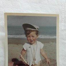 Fotografía antigua: FOTO DE NIÑO TAL SE VE EN LA PLAYA, 1962. Lote 171538390