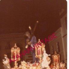 Fotografía antigua: SEMANA SANTA SEVILLA, 1981, CRISTO DE LOS GITANOS, 90X125MM. Lote 171591465