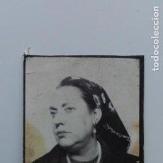 Fotografía antigua: FOTOMATÓN DE SEÑORA CON PAÑUELO EN LA CABEZA. Lote 171651280
