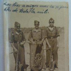 Fotografía antigua: FOTO DE LA MILI : SOLDADOS BANDA DE MUSICA, CON ALPARGATAS E INSTRUMENTOS. EL PARDO, 1948. Lote 171831499