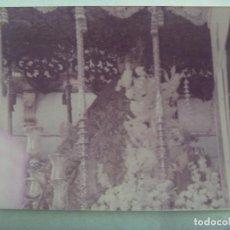 Fotografía antigua: SEMANA SANTA DE SEVILLA : FOTO DE VIRGEN EN PASO DE PALIO. Lote 171966668