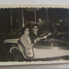 Fotografía antigua: MINUTERO DE FOTOGRAFO DE FERIA : ADULTOS EN LOS COCHES LOCOS. Lote 171975623