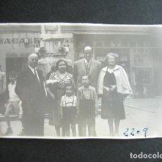 Fotografía antigua: AÑO 1950. BARCELONA. ANTIGUA FOTOGRAFÍA. ALREDEDOR RONDA SAN ANTONIO.. Lote 172787880