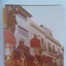 Fotografía antigua: SEMANA SANTA DE SEVILLA : FOTO DE PASO DE CRISTO CRUCIFICADO. Lote 173204567