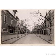 Fotografía antigua: MONCADA I REIXACH.(BARCELONA).- CALLE GENERALÍSIMO FRANCO. FOTO ARTURO FERRÁN .- 11,5 X 17,5 CM. Lote 175812850