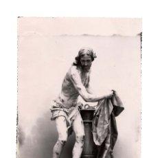 Fotografía antigua: SALAMANCA.- CLERECÍA. ESCULTURA DE CARMONA.16 X 23. FOTO AMALIO GOMBAU. Lote 176381284