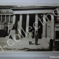Fotografía antigua: FOTOGRAFÍA ANTIGUA. EN MADRID. 1951. (9 CM X 6 CM). Lote 176633244