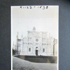 Fotografía antigua: AÑO 1934. CARTUJA DE PAVIA. ITALIA. ANTIGUA FOTOGRAFÍA. 6,4 X 10,6 CM. . Lote 176822123