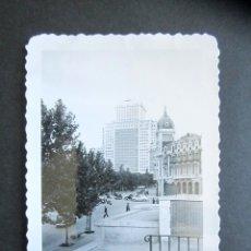 Fotografía antigua: AÑO 1953. EDIFICIO ESPAÑA, MADRID. ANTIGUA FOTOGRAFÍA. 9 X 6,5 CM. . Lote 176822202